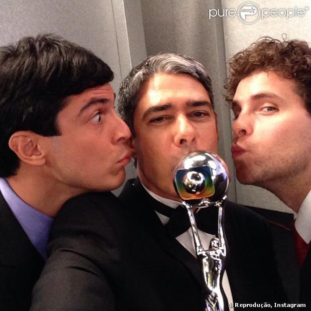 158045-famosos-fazem-selfie-durante-o-620x0-1